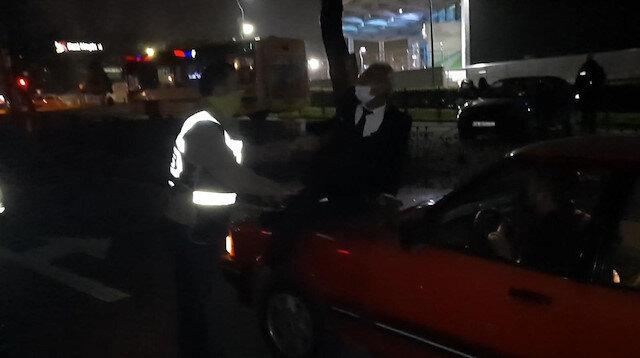 Bursa'da alkollü sürücü aracını bağlatmamak için kaputa oturup polislere direndi