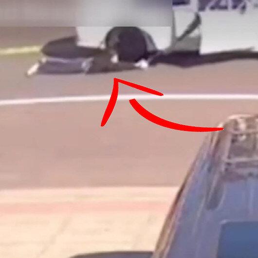 ABDde soyguncular çantasını çaldıkları kadını metrelerce sürükledi