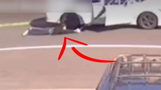 ABD'de soyguncular çantasını çaldıkları kadını metrelerce sürükledi