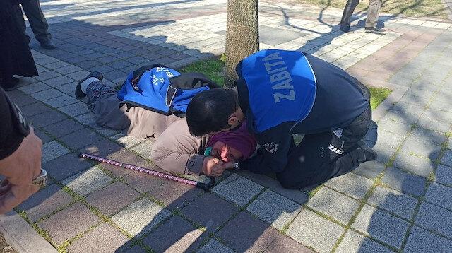 Bursa'da zabıtadan takdir toplayan hareket: Montunu verdi, eliyle yastık yaptı