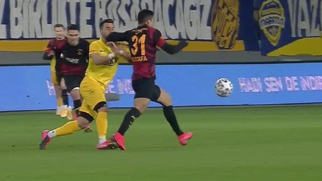 Mostafa Mohamed'in kırmızı kart pozisyonu izlenmedi Terim ve ekibi çılgına döndü