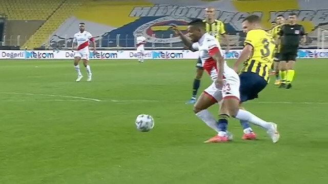 Antalyaspor-Fenerbahçe maçında tartışılan pozisyon: Penaltı mı, değil mi?