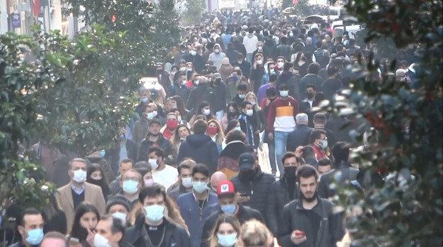 İstiklal Caddesi'nde insan seli: Adım atacak yer kalmadı