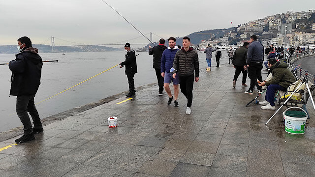 İstanbul'da üç ay sonra yasaksız ilk cumartesi günü sahillere akın ettiler