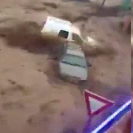 Fas'ta sel felaketi: Otomobiller böyle sürüklendi