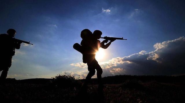 Taciz ateşi açan iki PKK'lı terörist etkisiz hale getirildi