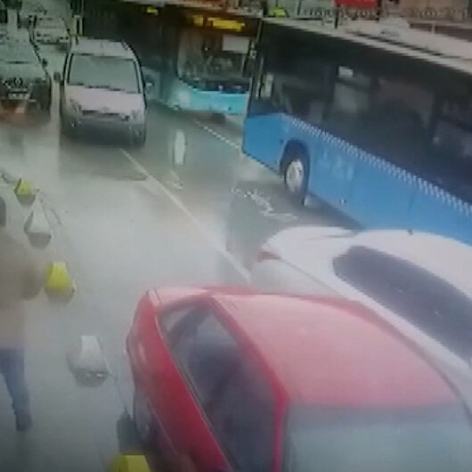 Beykozda yolcu otobüslerinin kafa kafaya çarpıştığı anlar kamerada