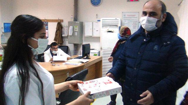 Gaziantep'te doktoru tehdit etti, sağlık çalışanlarından özür dileyip pizza dağıttı