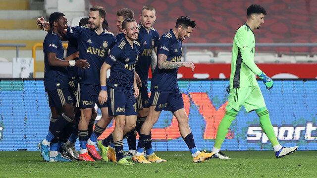 Fenerbahçe Konyaspor deplasmanında kendine geldi: Zirve takibi devam ediyor