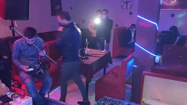 'Kırmızı' kategorideki Konya'da eğlence mekanında yakalanan 24 kişiye ceza yağdı