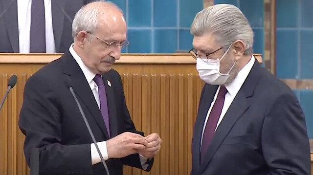 Cihangir İslam CHP'ye katıldı: Rozetini Kılıçdaroğlu taktı
