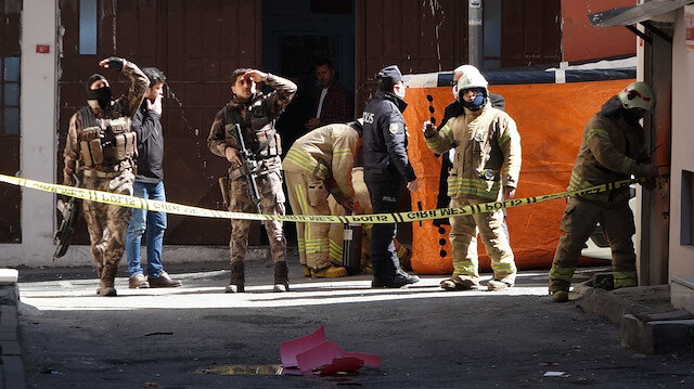 Sinir krizi geçiren şahıs özel harekat polislerini görünce eylemini sonlandırdı