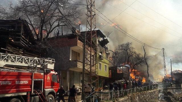 Artvin'deki yangın kontrol altına alındı: 60'a yakın ev küle döndü