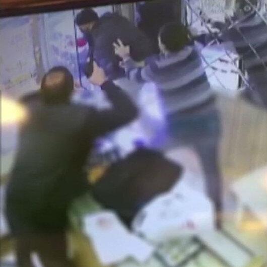Bağcılarda silahlı soyguncu kuyumcu silah çekince kaçtı
