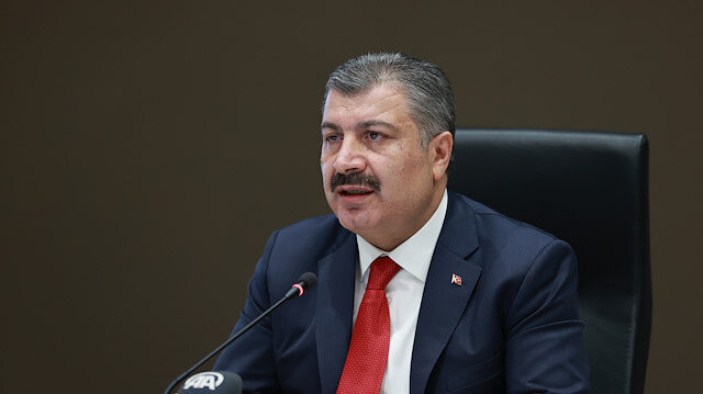 Sağlık Bakanı Koca'dan Türk bilim insanlarına tebrik: Zaferi getirecek olan bilimdir