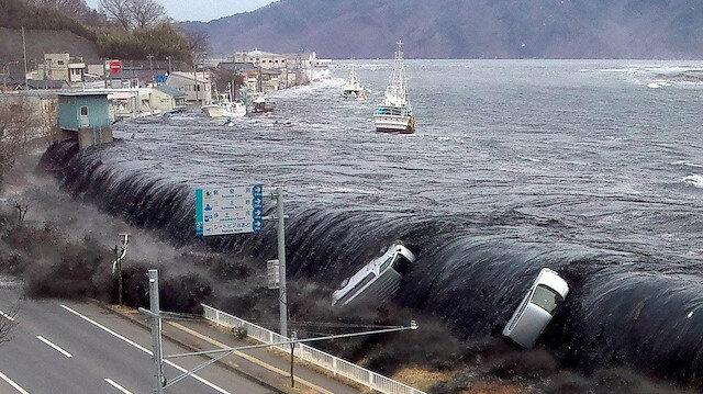 Japonya'da 7,2 büyüklüğünde deprem: Tsunamiye karşı 'tahliye çağrısı' yapıldı