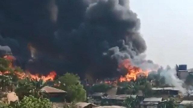 Bangladeş'te Arakanlı Müslümanların kampında yangın: Yüzlerce ev küle döndü