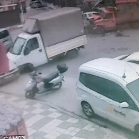 Maltepede kamyonet caddeyi birbirine kattı