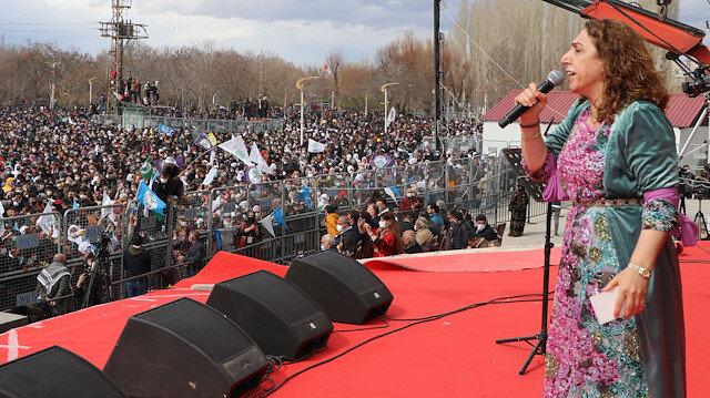 HDP'li Saliha Aydeniz teröristbaşı Abdullah Öcalan'a övgüler yağdırdı