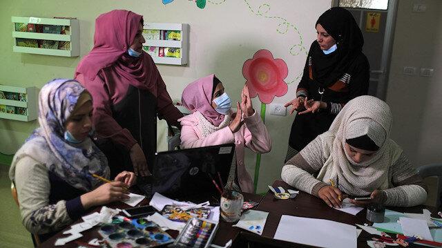 Engele takılmayan Gazzeli işitme engelli kadınlar animasyon filmi hazırlıyor