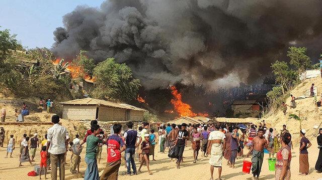 Bangladeş'teki kamplarda çıkan yangında 15 Arakanlı mülteci yaşamını yitirdi