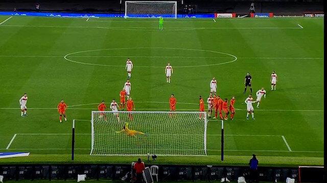 Burak Yılmaz'dan Hollanda'ya muhteşem frikik golü