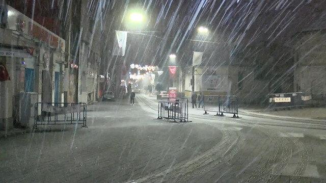 İstanbul'da aralıklarla kar yağışı etkili oluyor