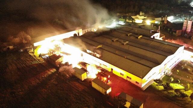 Çekmeköy'de gıda üretim tesisinde çıkan yangın söndürüldü