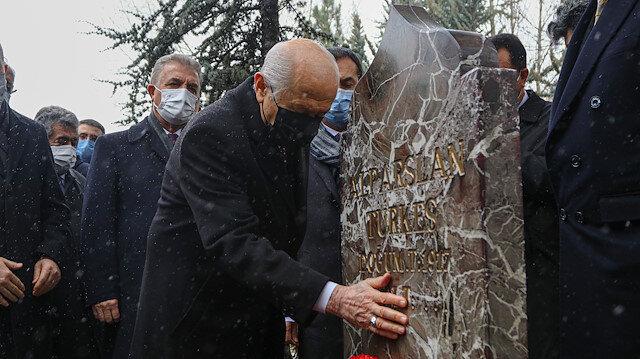 MHP lideri Bahçeli'den Alparslan Türkeş'in kabrine ziyaret