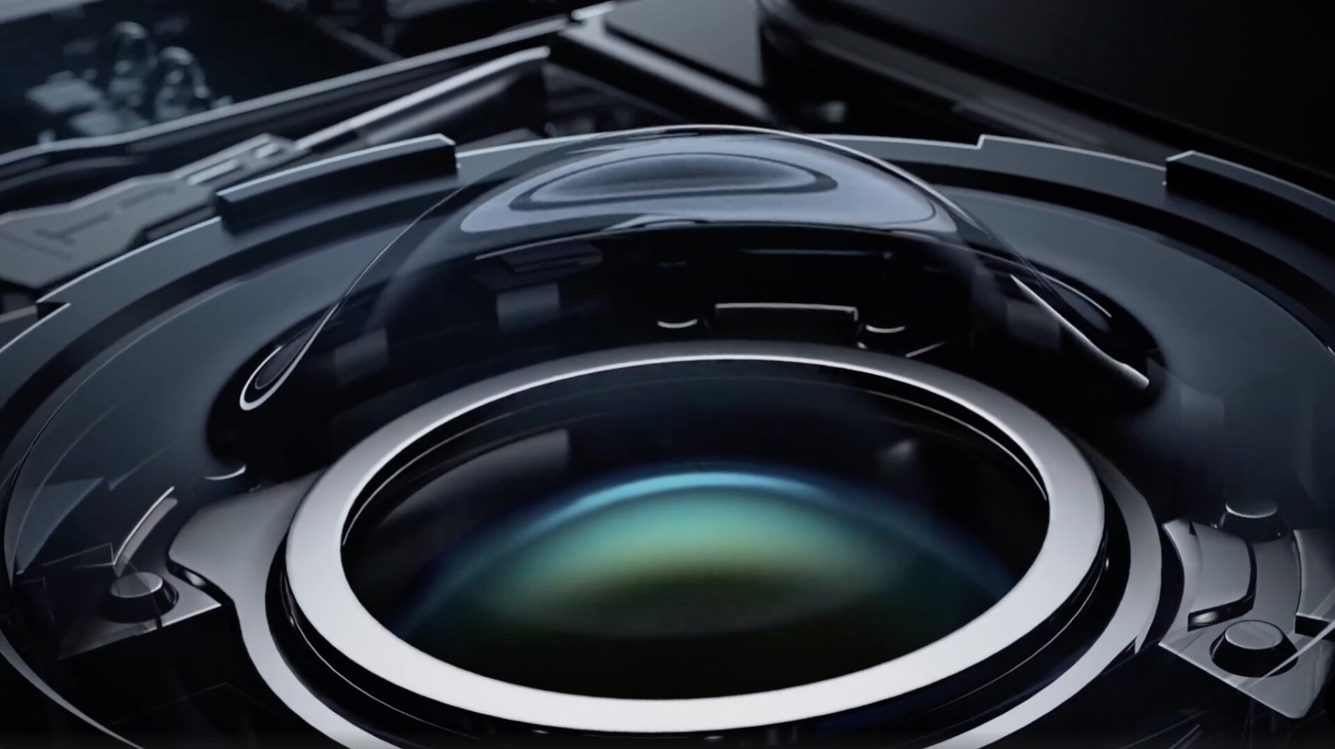 Xiaomi'nin 'sıvı lens teknolojisi' şeklinde isimlendirilen kamera sistemi, telefoto ve makro özelliklerini tek bir lenste topluyor.