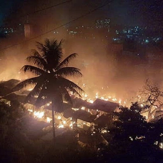 Hindistanda pazar yangını: 500den fazla dükkan hasar gördü