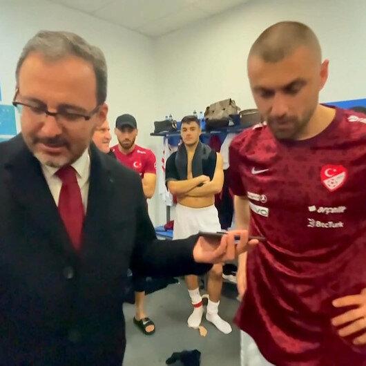 Cumhurbaşkanı Erdoğan Milli Takımı telefonla arayarak tebrik etti: Kolektif futbolun dersini verdiniz
