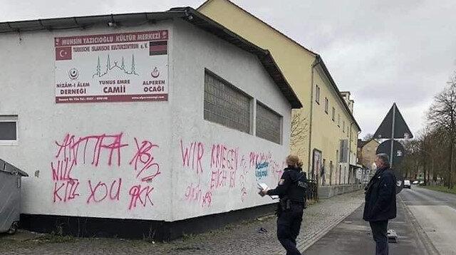 Almanya'da PKK'dan camiye çirkin saldırı: Hakaret ve tehdit içerikli yazılar yazdılar