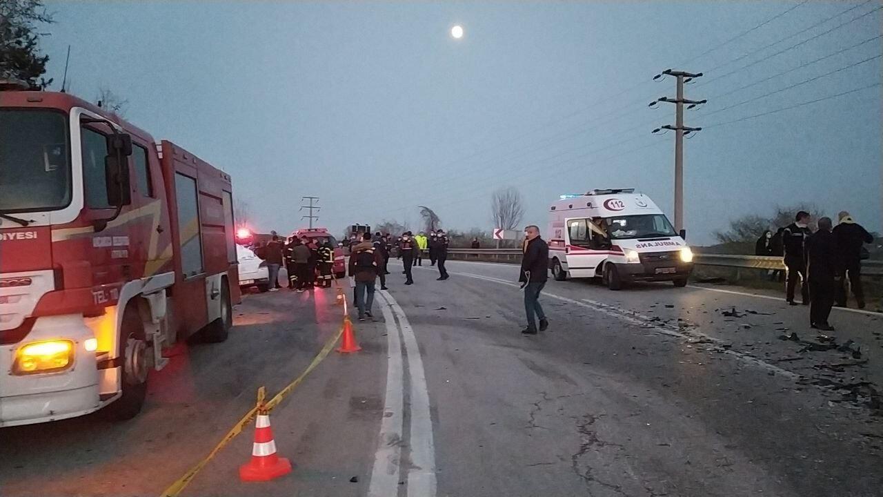 Düzce'nin Akçakoca ilçesinde meydana gelen trafik kazasında ölü sayısı 4'e çıktı.