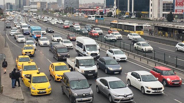 İstanbul yeni haftaya trafik yoğunluğu ile başladı