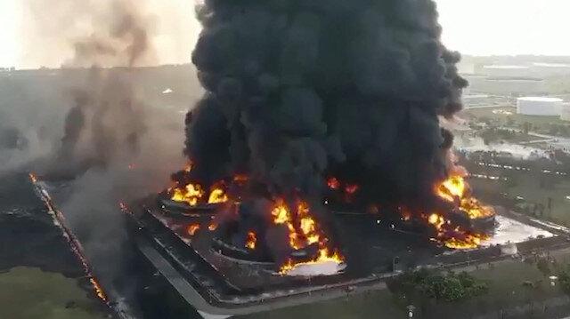 Endonezya'da petrol rafinerisindeki patlamada yaşanan tahribat havadan böyle görüntülendi
