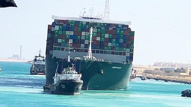 Kanal trafiği açıldı: Süveyş'i tıkayan gemi yüzdürüldü