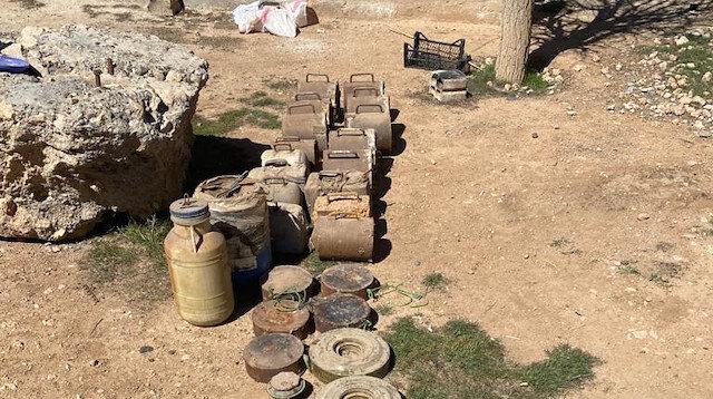 Toprağa gizlenmişti: PKK/YPG'ye ait 693 kilo patlayıcı ele geçirildi