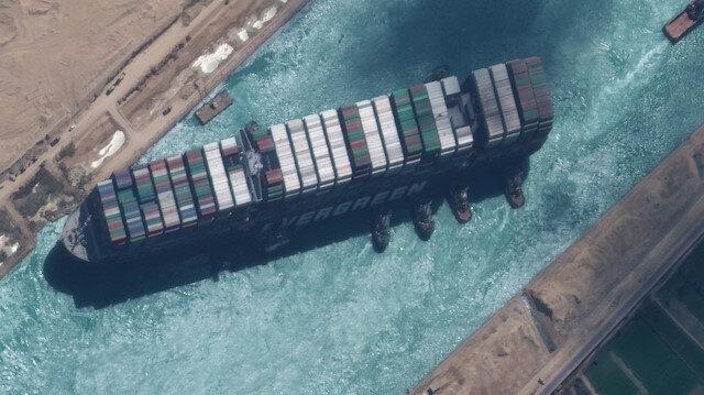Mısır Süveyş Kanalı'nı günlerce kapatan geminin sahibi firmadan bir milyar dolar tazminat istiyor