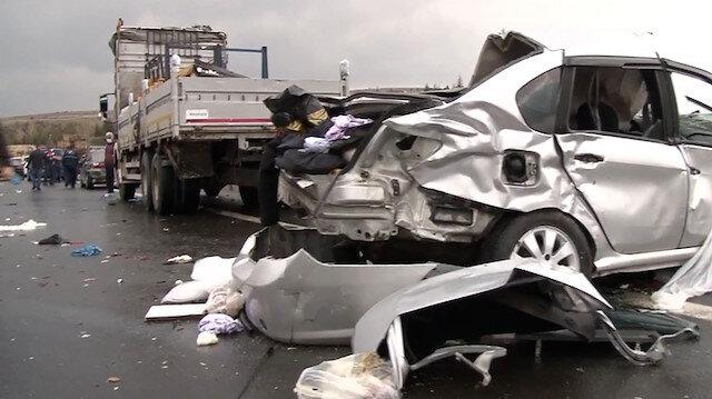 Ankara'da zincirleme trafik kazası: 4 ölü, 5 yaralı
