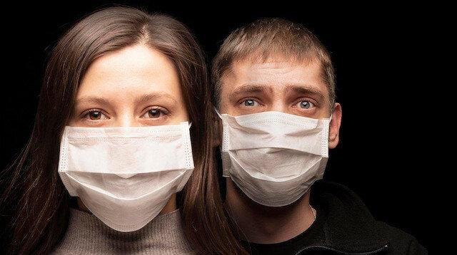 Koronavirüs geçiren erkek 'yanık lastik', kadın 'çürümüş soğan' kokusu alıyor
