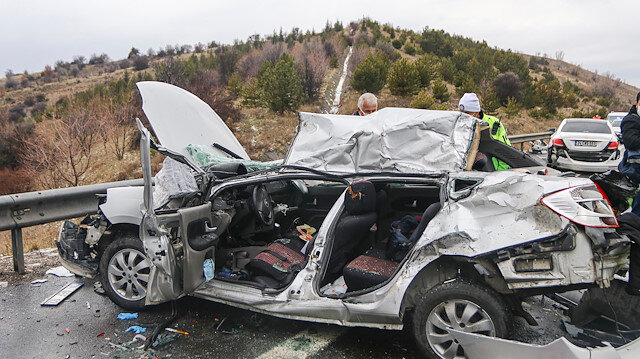 Ankara'da 9 aracın karıştığı zincirleme kaza: 4 ölü, 5 yaralı