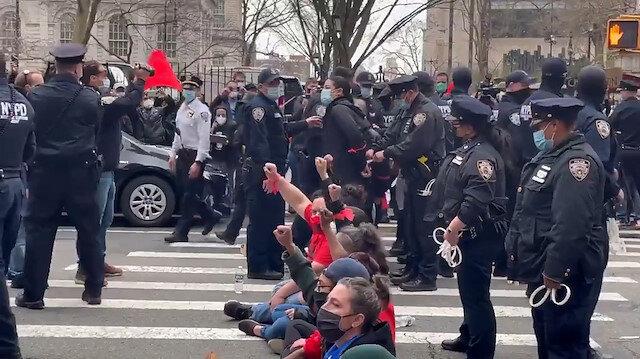 ABD'de eylemciler Broadway Caddesi'ni kilitledi: Pandemi boyunca kiralar iptal edilsin