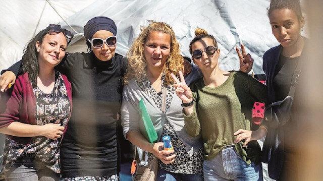 """Değiştik pozu:  DEAŞ'lı kadınların """"bizi  Avrupa'ya alın"""" modası"""