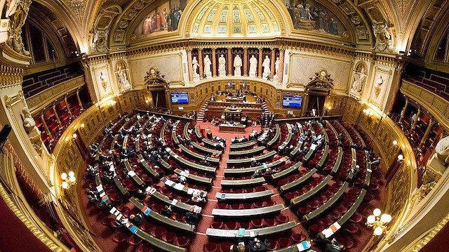Fransa Senatosu: Cumhuriyete karşı olana oturum belgesi verilmeyecek