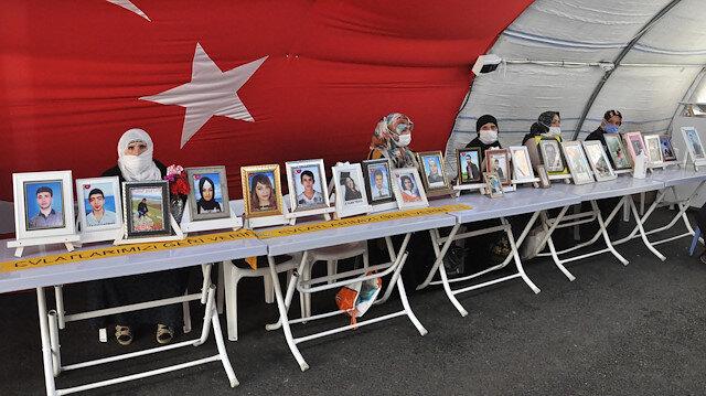 Anneler direndikçe PKK çözülüyor: HDP önünde evlat nöbeti tutan aile sayısı 221 oldu