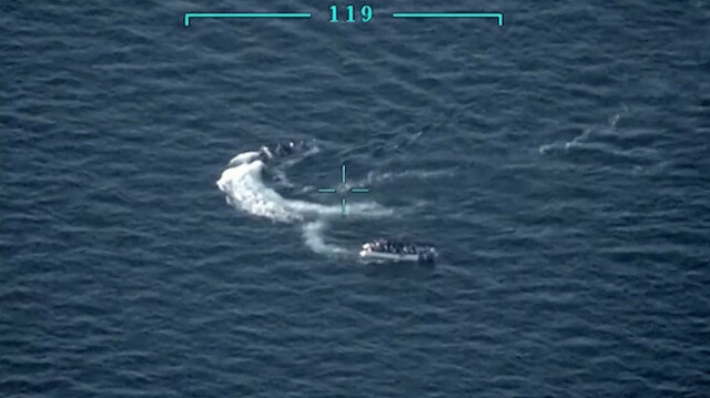Türk Sahil Güvenliğinin, göçmenleri Türk kara sularına iten Yunan botuna müdahalesi kamerada
