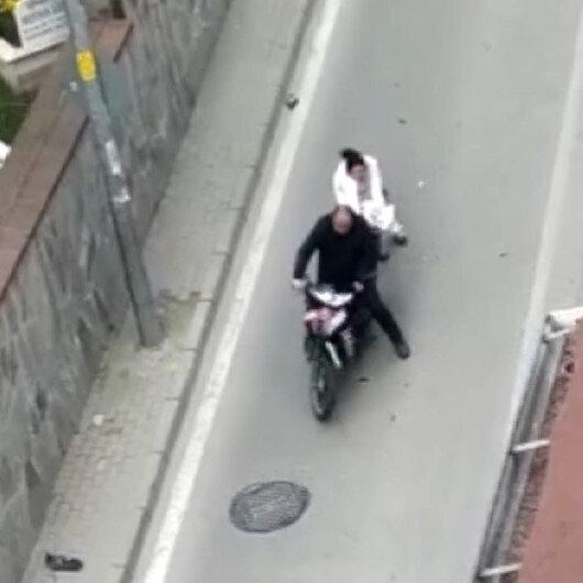 Bursa'da bir kadın köpeğine çarpan motosiklet sürücüsünü sopayla dövdü