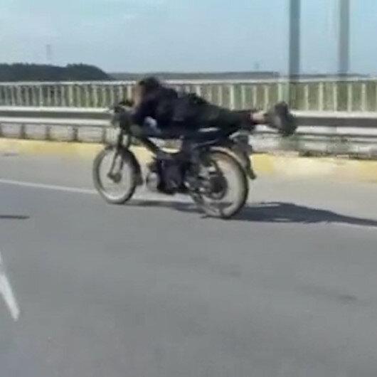 Antalyada motosikletli gençlerin tehlikeli yolculuğu