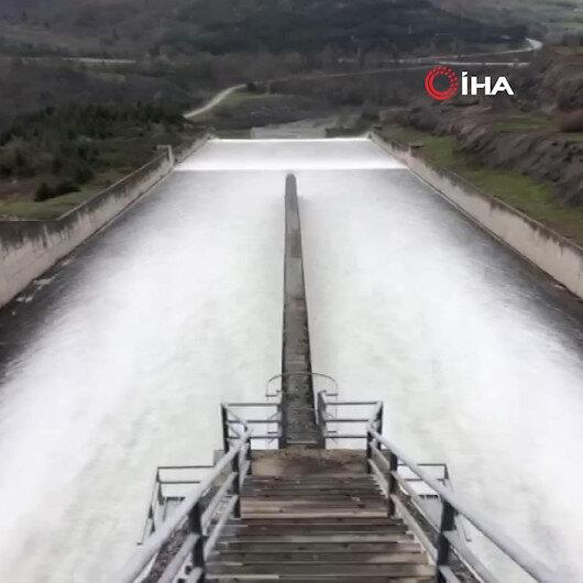 Su seviyesi yüzde 14ten yüzde 98'e yükselen Yuvacık Barajı'nda kapaklar açıldı